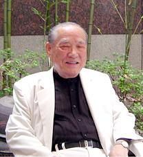 奇埈成(キ・ジュンソン)先生